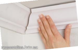 Монтаж керамічних плінтусів