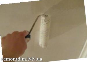 Фарбування стель водоемульсійними фарбами