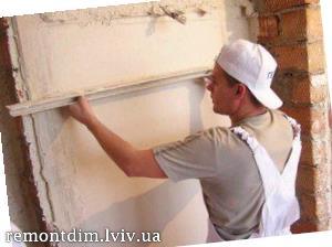 Шпаклювання стін під шпалери або декоративну штукатурку