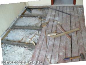 Демонтаж підлоги з дошки